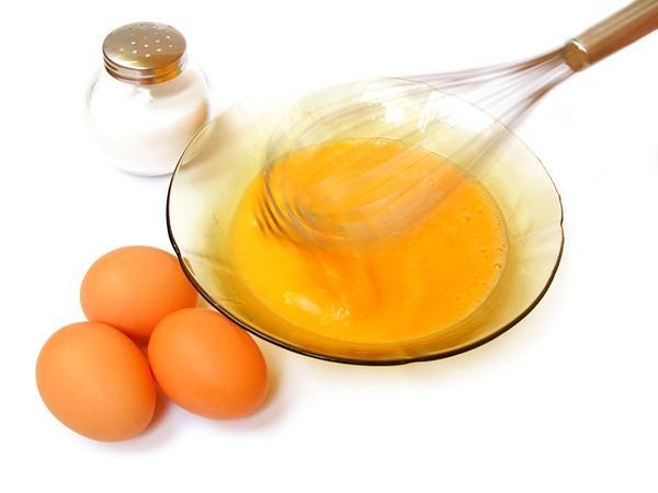 Sữa tươi + Mật ong + Lòng đỏ trứng gà