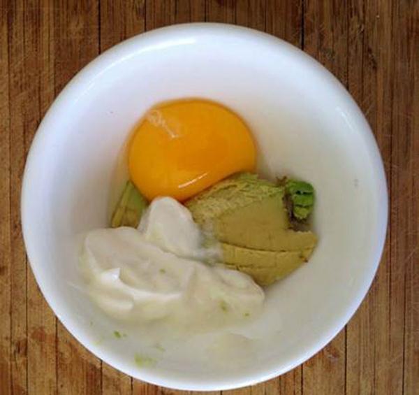 Bơ + Lòng đỏ trứng gà
