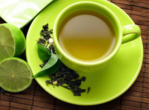 Tắm trắng bằng lá trà xanh