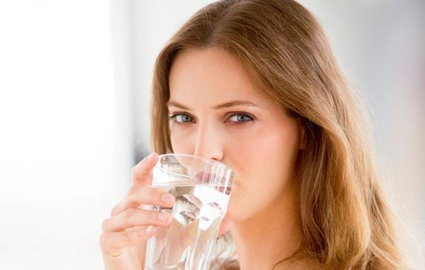 Uống đủ lượng nước cơ thể cần