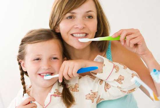 Kem đánh răng Crest 3D White Glamorous