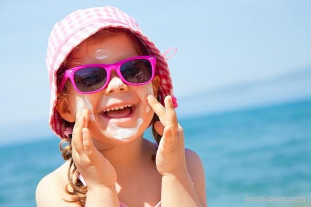 Lưu ý sử dụng kem chống nắng an toàn cho trẻ nhỏ