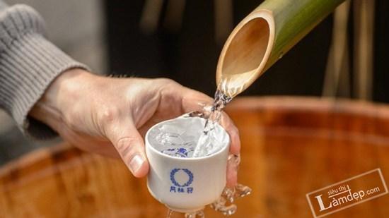 Học Người Nhật cách uống nước lọc đúng cách làm đẹp da