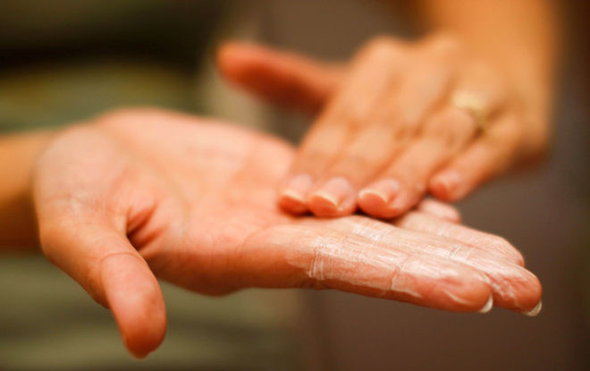 8 Sai Lầm Khi Rửa Mặt Khiến Bạn Mãi Không Hết Mụn